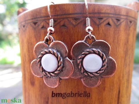 Fehér alandor - tűzzománc virág alakú fülbevaló - egyedi tervezésű kézműves ékszer - Meska.hu
