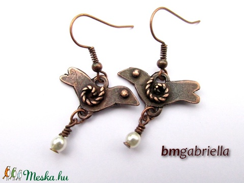 Rézerdő madárkája - kézműves fülbevaló fehér gyönggyel (bmgabriella) - Meska.hu