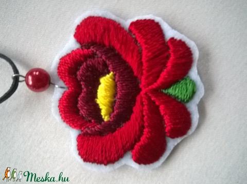Hímzett virág /nyaklánc/ (Bodorka27) - Meska.hu