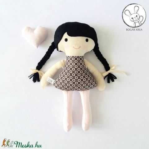 Eszter baba + kabala szívecske - textil figura, puha baba, designer fejlesztő játék (boGarkrea) - Meska.hu