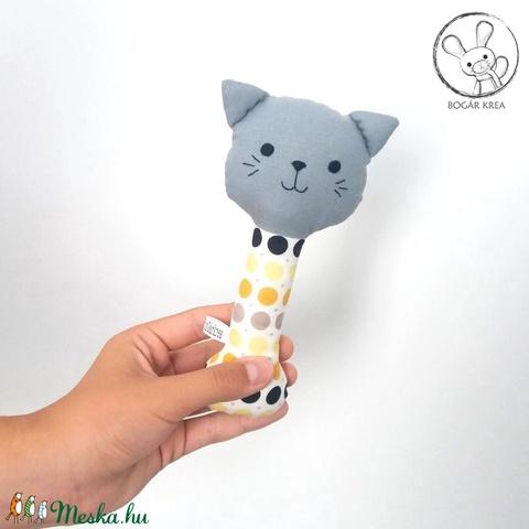 Cica csörgő, sárga pöttyös, szürke - bébi játék, textil figura, designer fejlesztő játék (boGarkrea) - Meska.hu