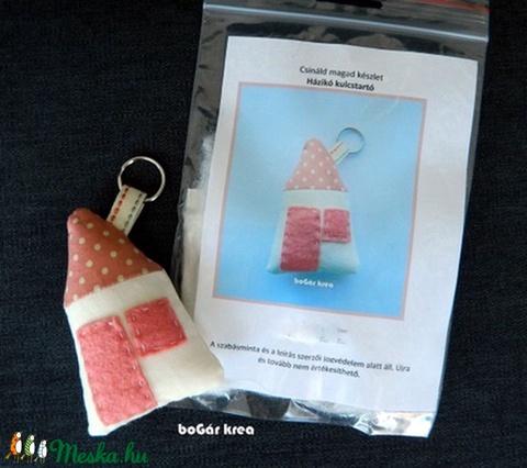 Csináld magad készlet - házikó kulcstartó - rózsaszín - Meska.hu