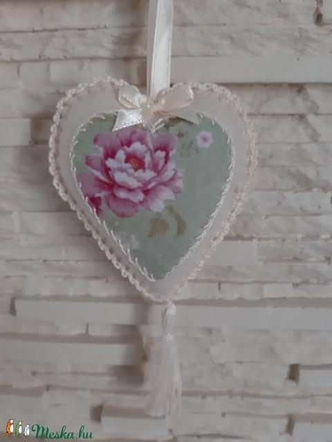 Szívecske filc dekoráció - pasztellzöld rózsa - Meska.hu