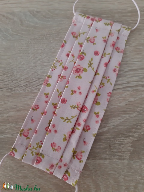 Gyermek textil maszk - rózsaszín, virágos rét - Meska.hu