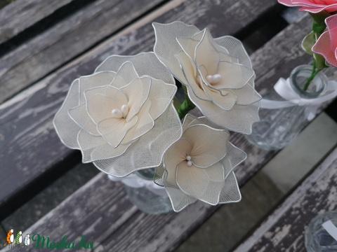 Krémszínű virágcsokor vázával - örökcsokor, örökvirág, harisnyavirág asztaldísz - Meska.hu