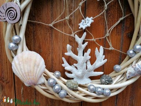 Ajtódísz fehér korallal 1 - Nyári dísz, kopogtató - Meska.hu