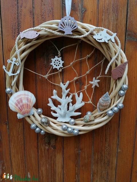 Ajtódísz fehér korallal 2 - Nyári dísz, kopogtató, ajtóra, tengeri - Meska.hu