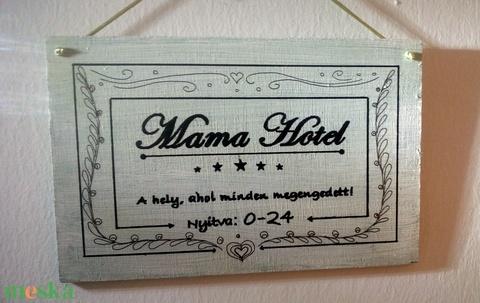 Mama Hotel egyedi fa tábla - Meska.hu