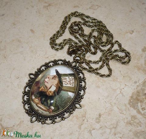A Kalapos - óriás medálos réz Alice in Wonderland nyaklánc - Meska.hu