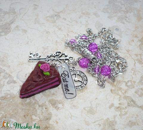 Málnakrémes csokitorta kulccsal, órával - Alice in Wonderland nyaklánc - Meska.hu