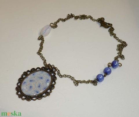 Kék nyugalom - könnyű réz medálos, rövid aszimmetrikus nyaklnc - Meska.hu
