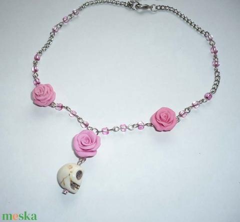 Vintage-steampunk howlit koponya rózsaszín rózsával - nyaklánc (Boriboszi) - Meska.hu