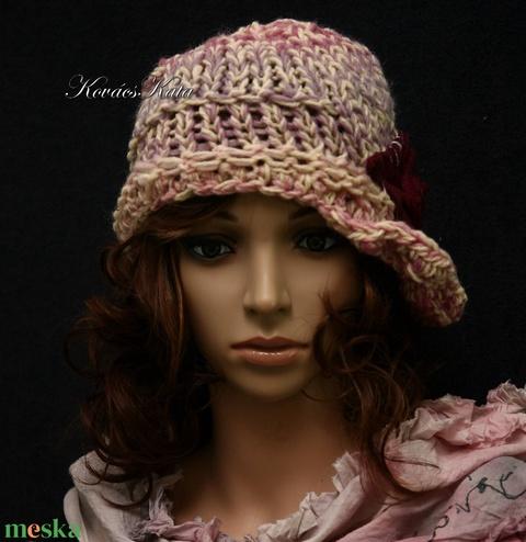 CLOCHE-ART / rózsakert  - kézzel kötött bohém sapka (brokat) - Meska.hu