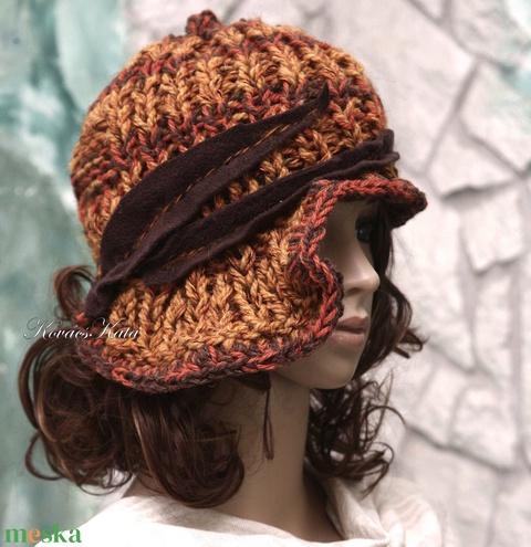 CLOCHE-ART - extravagáns kézzel kötött kalap (brokat) - Meska.hu