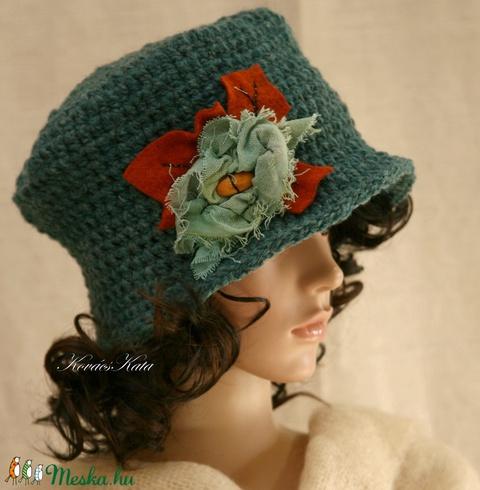 FLAPPER  horgolt kalap rongyvirággal (brokat) - Meska.hu