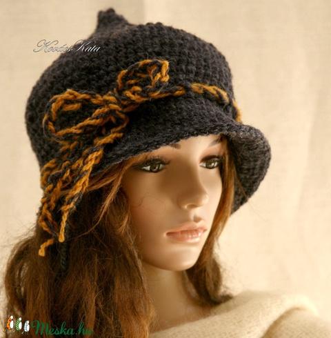 HAGYMÁCSKA - kézműves gyapjú-kalapka  (brokat) - Meska.hu