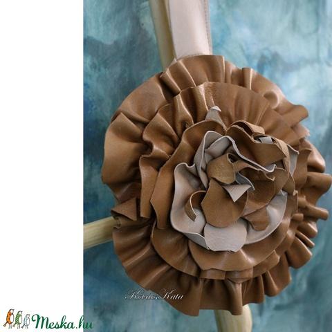 KARAMELL-rózsa csuklótáska (brokat) - Meska.hu