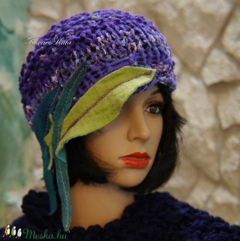 CLOCHE-ART - extravagáns kézzel kötött kalap, sapka /  ibolya (brokat) - Meska.hu