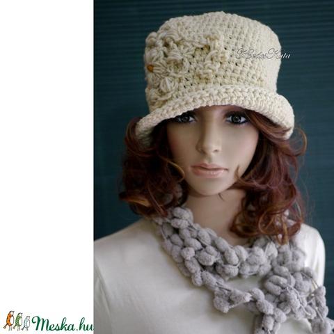 MAGNÓLIA -  nyers gyapjú horgolt kalap  (brokat) - Meska.hu