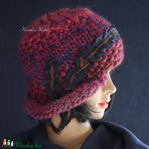 CLOCHE-ART - extravagáns kézzel kötött kalap, sapka / áfonya (brokat) - Meska.hu