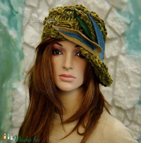 CLOCHE-ART - extravagáns kézzel kötött kalap, sapka / olív (brokat) - Meska.hu