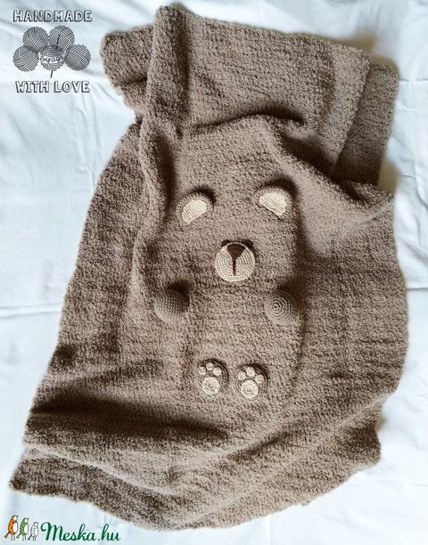 Marci, a macitakaró - maci alakúra hajtható horgolt gyerektakaró (byagi) - Meska.hu