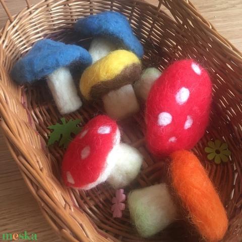 Waldorf gombák- gyapjúból-száraz nemezeléssel - Meska.hu