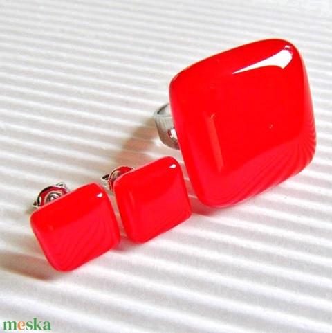 Ferrari piros üveg gyűrű és fülbevaló orvosi fém alapon, üvegékszer szett - Meska.hu