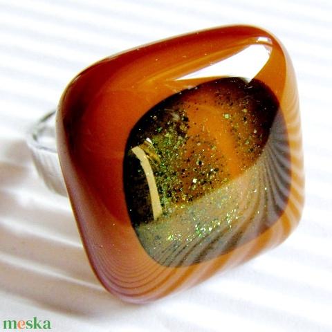 Arany-zöld csillám karamellben üveg gyűrű, üvegékszer - Meska.hu
