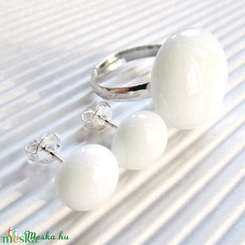 Hófehér kerek üveg gyűrű és fülbevaló, üvegékszer szett - Meska.hu