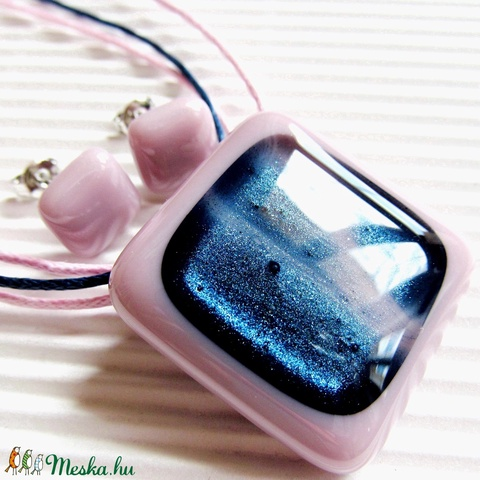 Kék csillám rózsaszínben üveg medál és fülbevaló, NEMESACÉL, nyaklánc, üvegékszer szett - Meska.hu