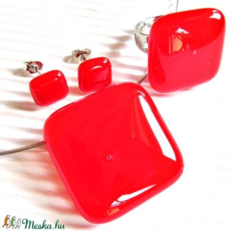 Ferrari piros üveg kocka medál, gyűrű és fülbevaló, üvegékszer szett - Meska.hu