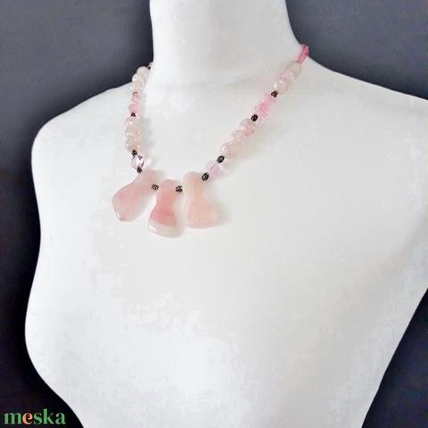 Nosztalgia rózsacsokor nyakék és lógós fülbevaló ékszerszett, rózsakvarc, hegyikristály ásványékszer, üveggyöngy - Meska.hu