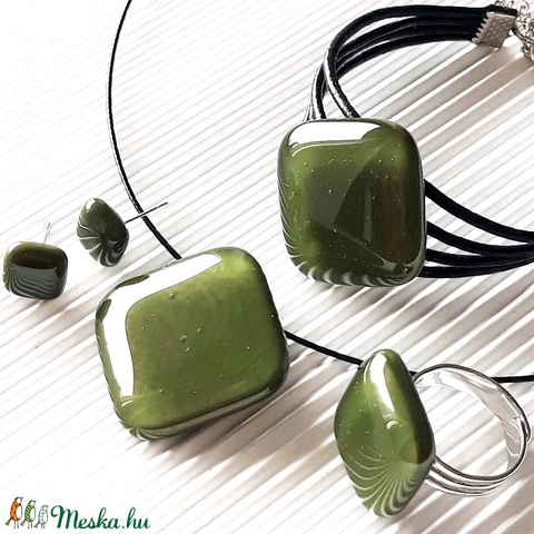 Mohazöld üveg kocka medál, karkötő, gyűrű és fülbevaló, üvegékszer szett - ékszer - ékszerszett - Meska.hu