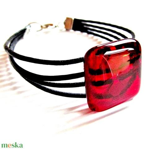 Rubin vörös üveg-bőr karkötő, üvegékszer  - Meska.hu