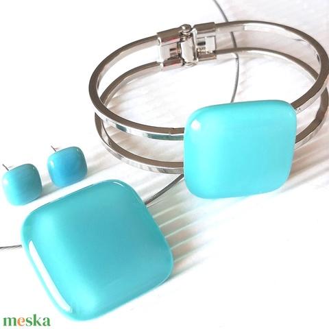 Akvamarin nyaklánc, fém pántos karkötő és franciakapcsos fülbevaló orvosi fém akasztón, üvegékszer szett - Meska.hu