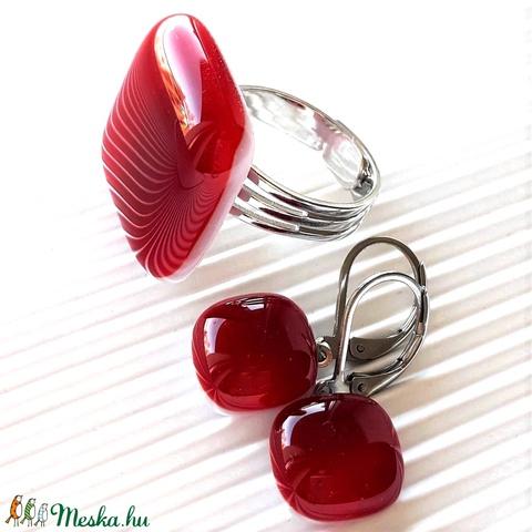 Meggyszörp gyűrű és fülbevaló orvosi fém bedugón, üvegékszer szett - ékszer - ékszerszett - Meska.hu
