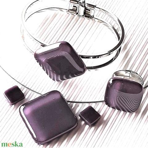 Orgonalila nyaklánc, fém pántos karkötő és franciakapcsos fülbevaló orvosi fém akasztón, üvegékszer szett - Meska.hu