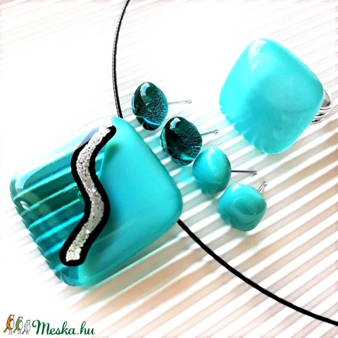 Ezüstös tenger üveg medál, gyűrű és 2 pár fülbevaló orvosi fém bedugón, üvegékszer szett - Meska.hu