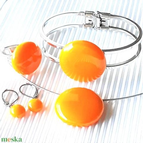 Okkersárga kerek nyaklánc, gyűrű, fém pántos karkötő és fülbevaló orvosi fém bedugón, üvegékszer szett - Meska.hu