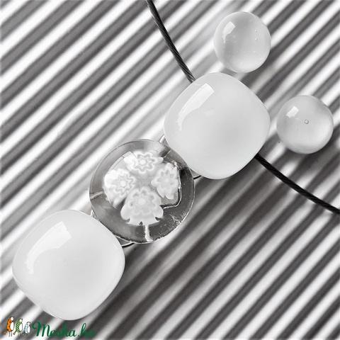 Selymes fehér virág-gyöngysor üveg medál, nyaklánc, millefiori, virág, üvegékszer, esküvői ékszer - ékszer - nyaklánc - medálos nyaklánc - Meska.hu