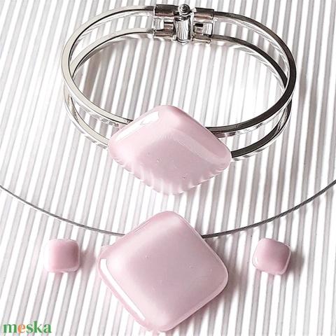 Sápadt rózsaszín üveg rombusz medál nemesacél alapon, karkötő és fülbevaló orvosi fém bedugón, üvegékszer szett - Meska.hu