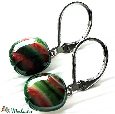 Fenyőzöld hullámjáték franciakapcsos üveg fülbevaló orvosi fém akasztón, üvegékszer - ékszer - fülbevaló - lógós kerek fülbevaló - Meska.hu