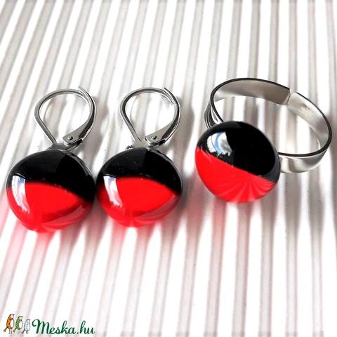 Vörös és fekete duó üveg gyűrű nemesacél alapon , üvegékszer - ékszer - gyűrű - statement gyűrű - Meska.hu