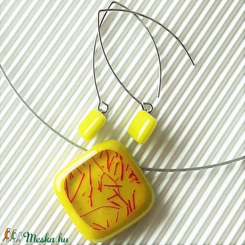 Nemesacél: Csillaghullás banánzöldben rombusz üveg medál és fülbevaló hosszú design akasztón, üvegékszer szett - Meska.hu