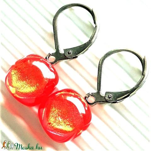 Orvosi fém, francia kapcsos alapon arany-piros csillámpor dichroic üveg fülbevaló, üvegékszer - ékszer - fülbevaló - lógó fülbevaló - Meska.hu