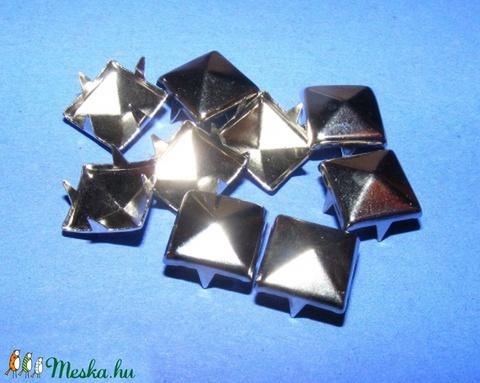 Fém szegecs (1/A minta/1 db) - piramis - Meska.hu