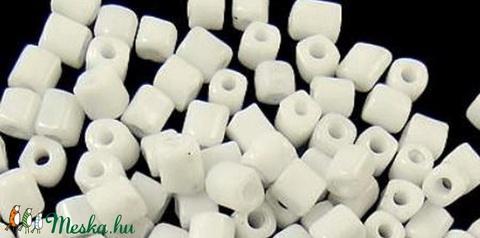 Szögletes gyöngy (21. minta/10 g) - fényes fehér - Meska.hu