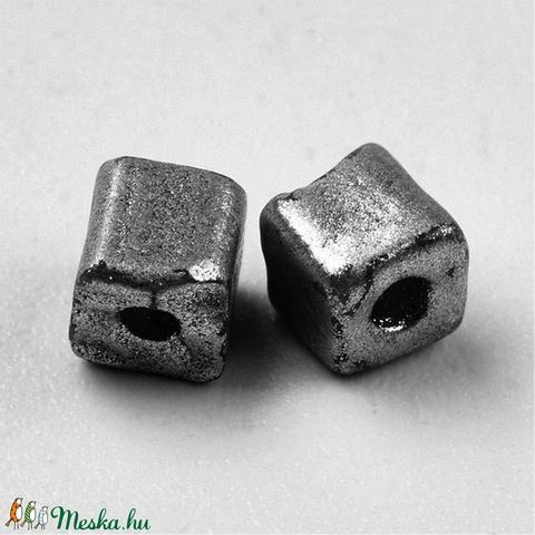 Szögletes gyöngy (26. minta/15 g) - metál ólomszürke - Meska.hu