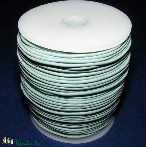 Hasított bőrszíj - 2 mm (26. minta/1 m) - világoskék (AKCIÓS) - Meska.hu